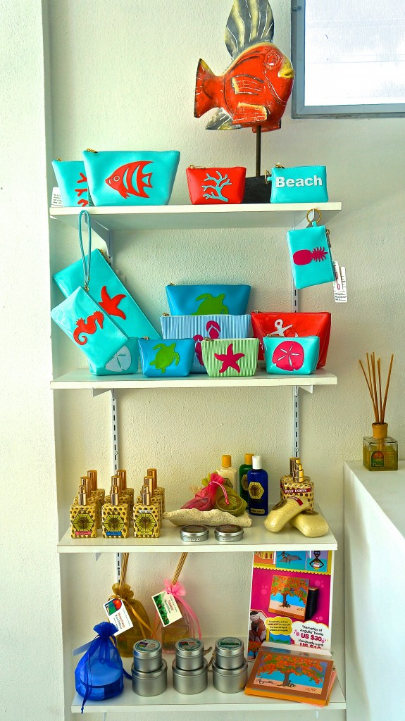 Tropical colored beach bags at Limin'